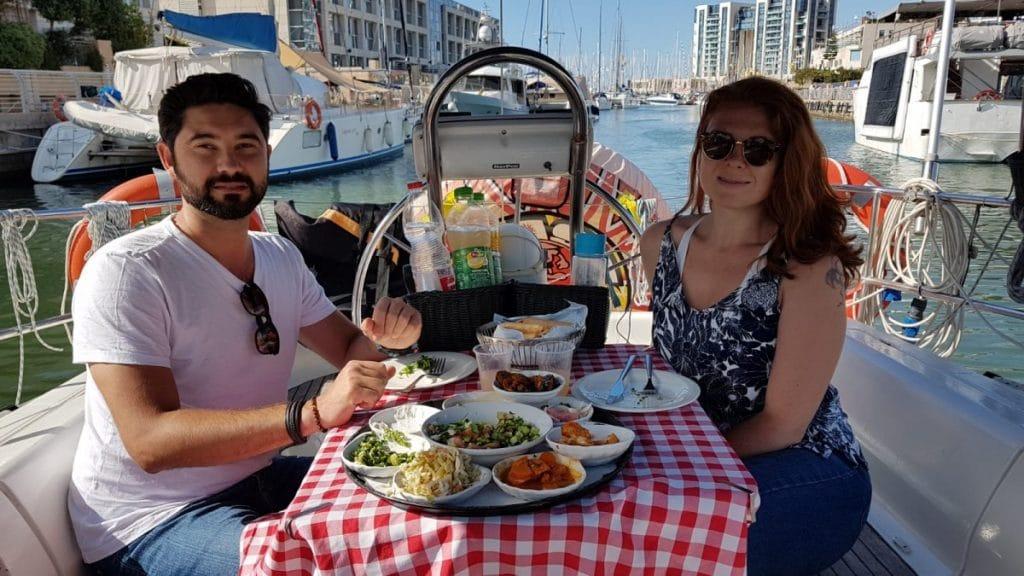 שייט רומנטי עם ארוחה