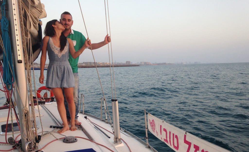 זוג מפליג ביאכטה