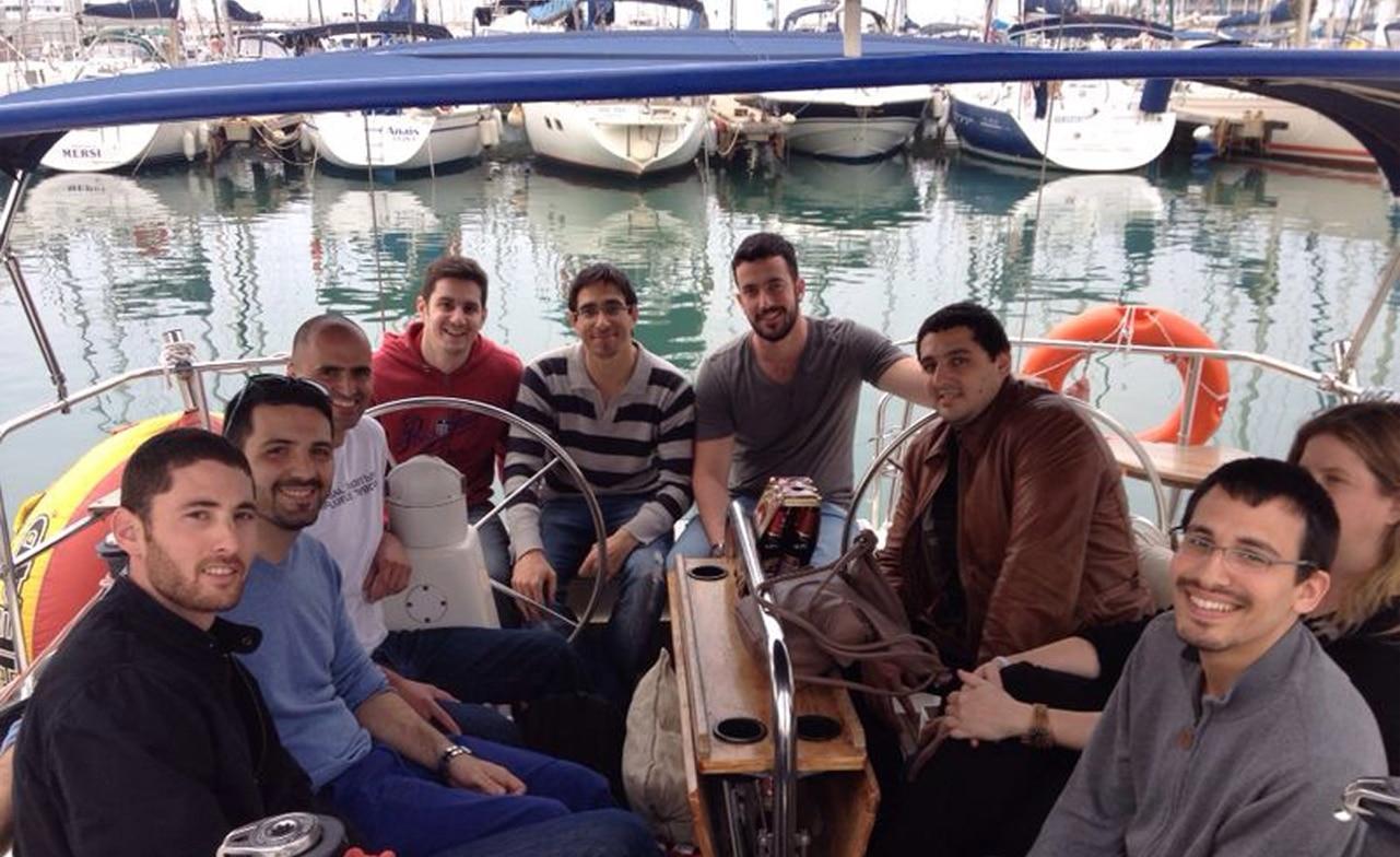 מסיבת ימולדת לקבוצה ביאכטה בנמל בהרצליה