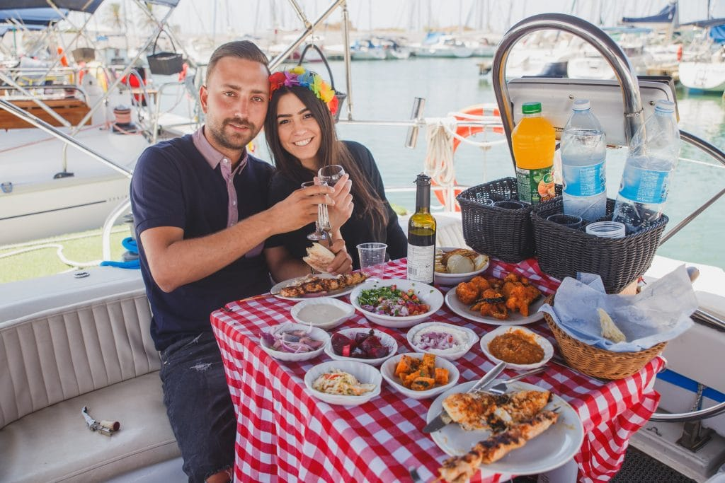 שייט רומנטי וארוחת בוקר - לי-ים