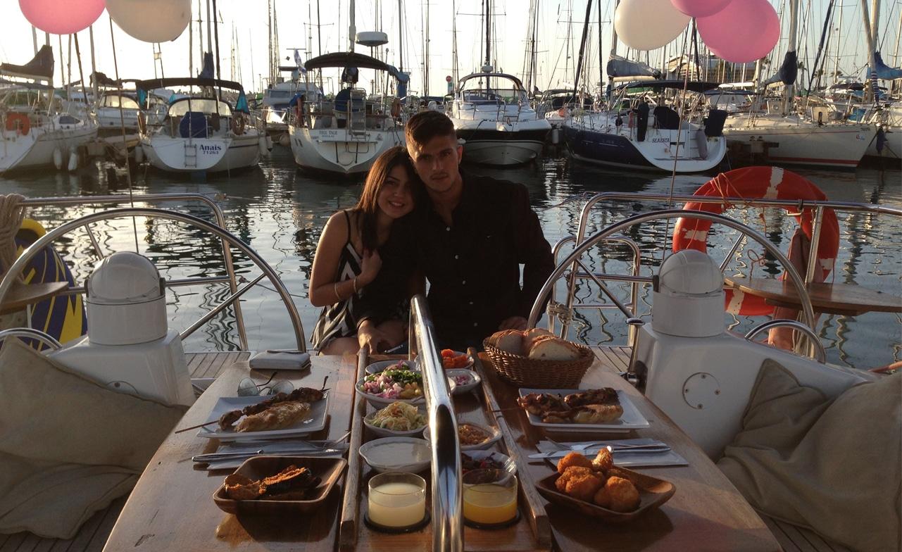 ארוחה רומנטית בהפלגה זוגית ביאכטה